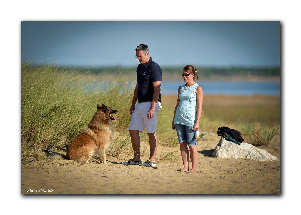 Une famille dans les dunes
